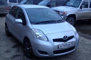 Автомобиль Toyota Vitz, хорошее состояние, 2010 года выпуска, цена 425 000 руб., Магадан