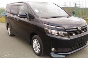 Автомобиль Toyota Voxy, отличное состояние, 2014 года выпуска, цена 1 550 000 руб., Москва