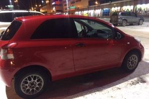 Автомобиль Toyota Yaris, отличное состояние, 2010 года выпуска, цена 320 000 руб., Омск