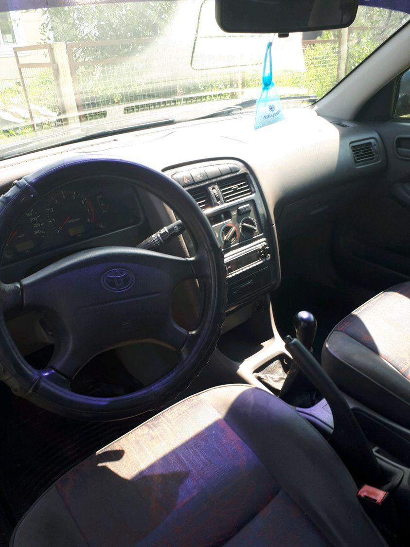Toyota Avensis, 1 поколение