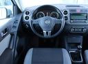 Подержанный Volkswagen Tiguan, серебряный, 2011 года выпуска, цена 659 000 руб. в Екатеринбурге, автосалон