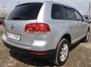 Подержанный Volkswagen Touareg, серебряный, 2005 года выпуска, цена 599 000 руб. в Калужской области, автосалон Аксель Карс