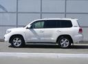 Подержанный Toyota Land Cruiser, белый, 2011 года выпуска, цена 2 300 000 руб. в Омске, автосалон