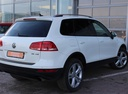 Подержанный Volkswagen Touareg, белый, 2011 года выпуска, цена 1 349 000 руб. в Екатеринбурге, автосалон Автобан-Запад