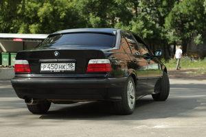BMW 3 серия 318i MT (113 л. с. '91)