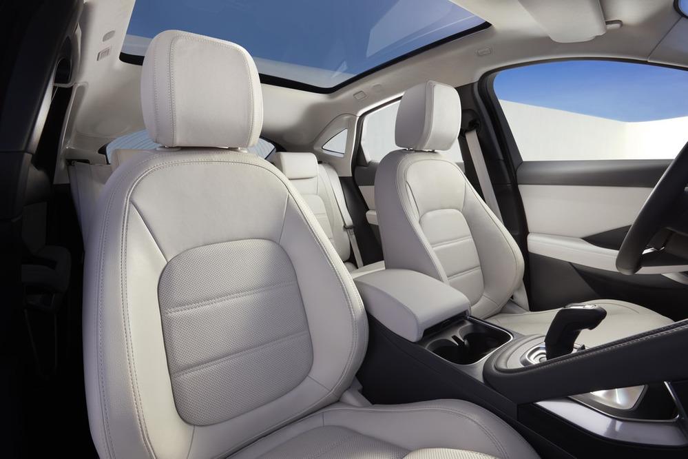 Представлен новый «входной» кроссовер Jaguar.