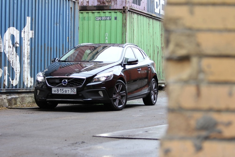 Тест -драйв Volvo V40 Cross Country c двигателем D2 от автожурнала Am.ru
