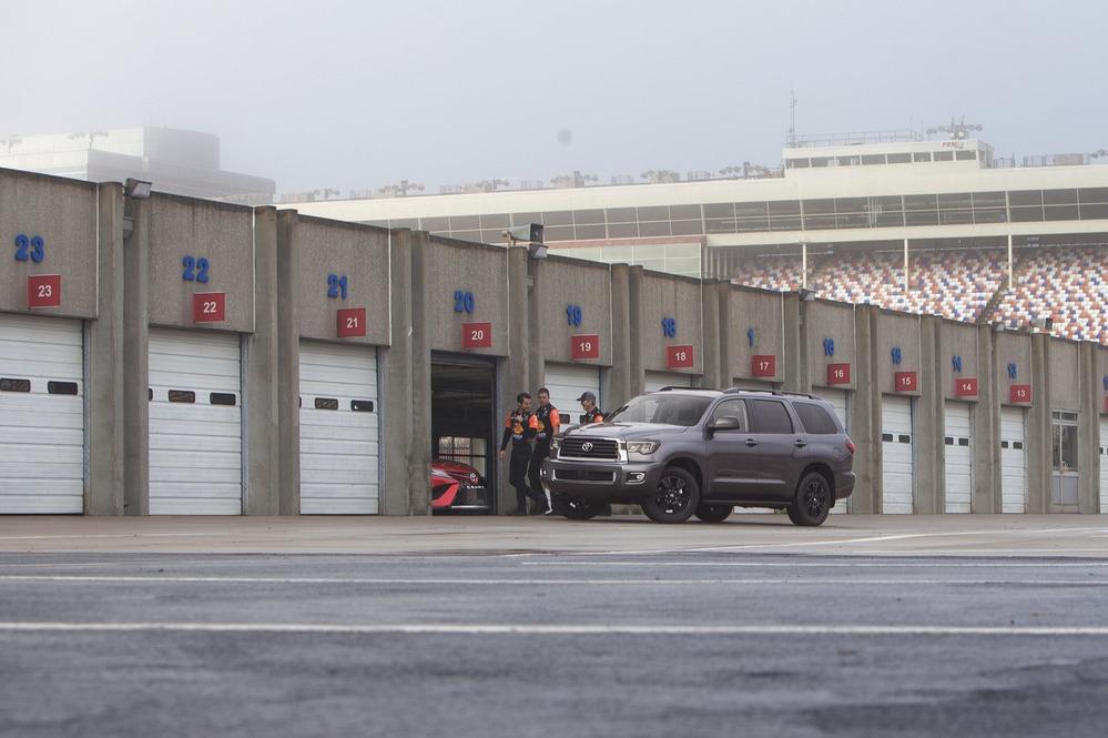 Официальные фотографии Toyota Tundra TRS Sport и Toyota Sequoia TRD Sport - смотреть фото на Am.ru.