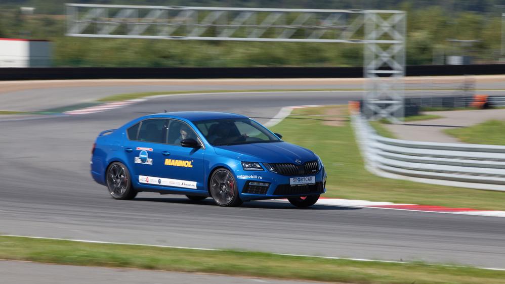 Тест-драйв обновлённой Skoda Octavia RS на треке – читать и смотреть фото на Am.ru