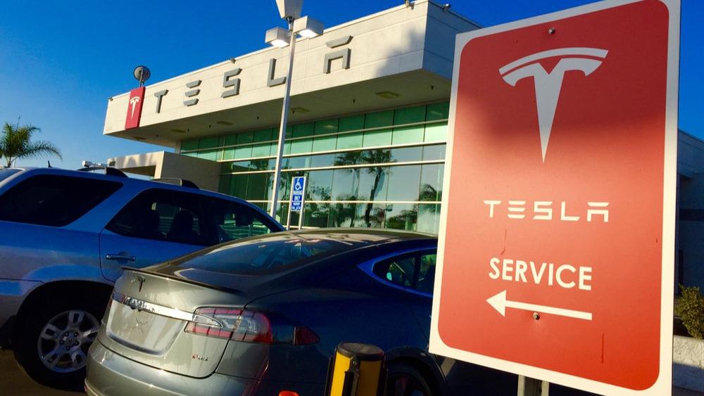 Tesla откроет повсей планете 100 новых сервисных центров
