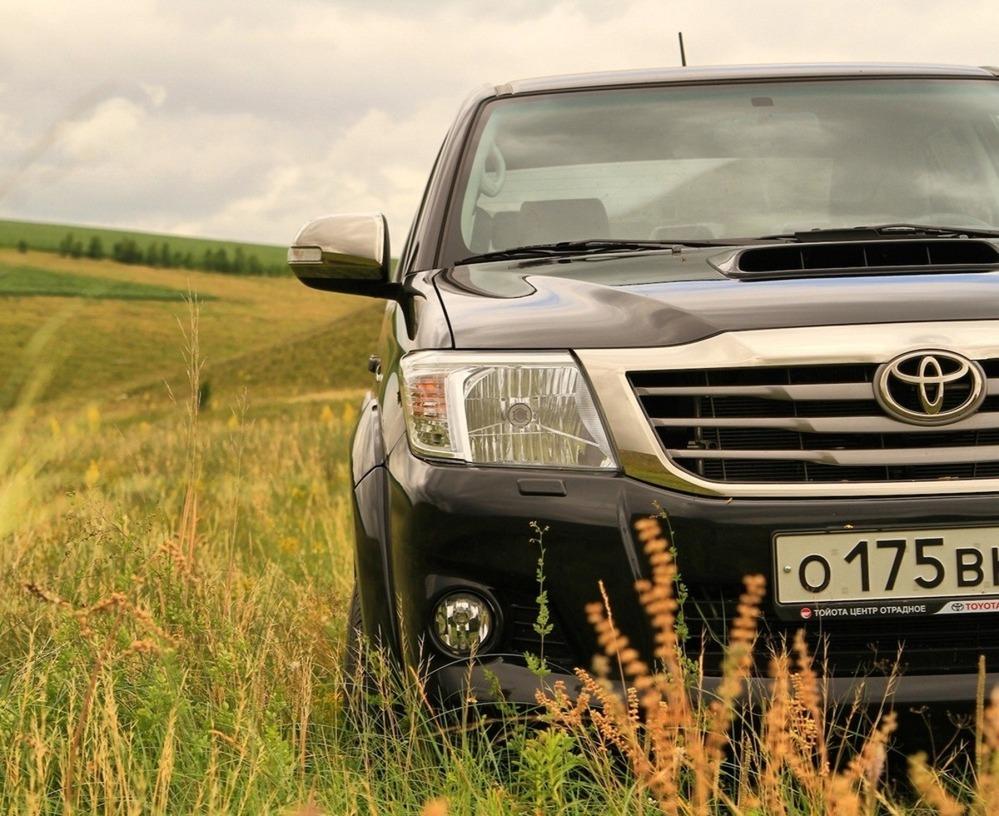 Журнал am.ru - Тест-драйв Toyota Hilux: чужой среди своих