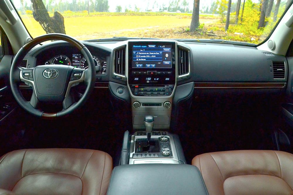2018-toyota-land-cruiser-interior1 |