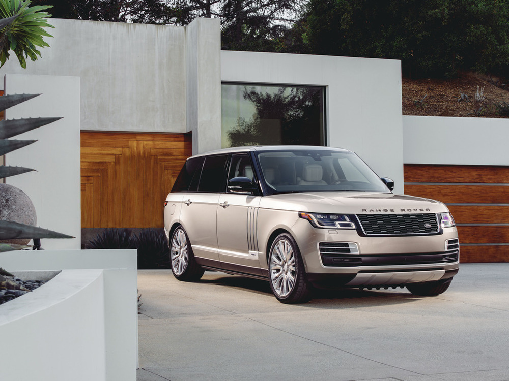 Range Rover SVAutobiography: поцене Роллс Ройс