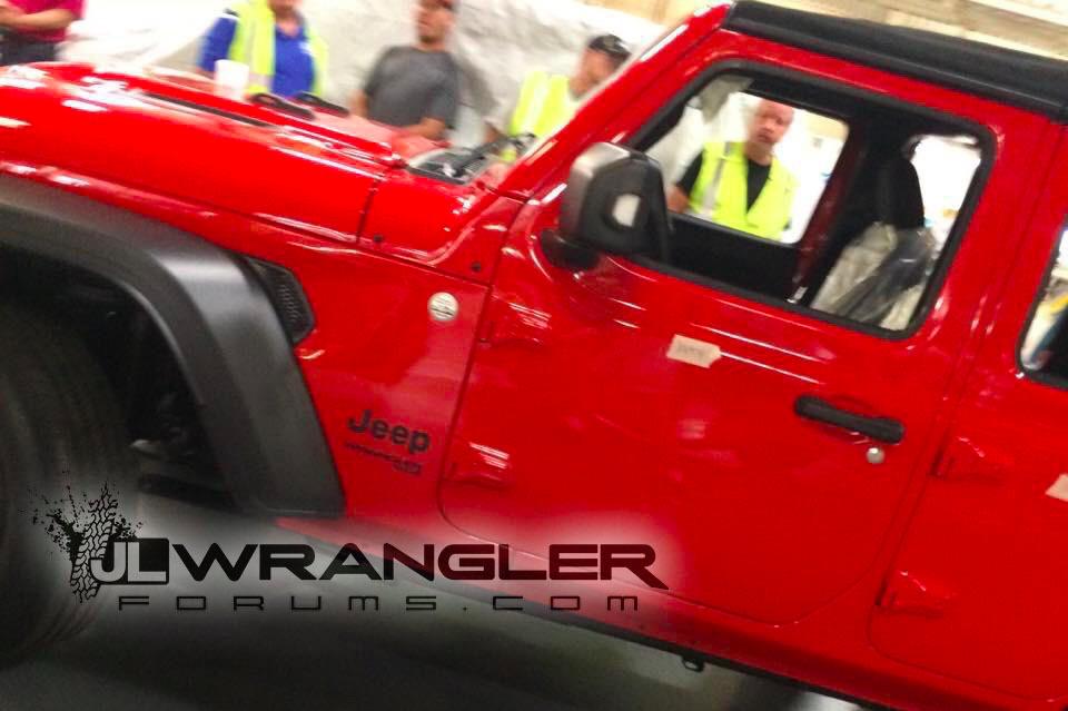Появились фотографии нового Jeep Wrangler Unlimited