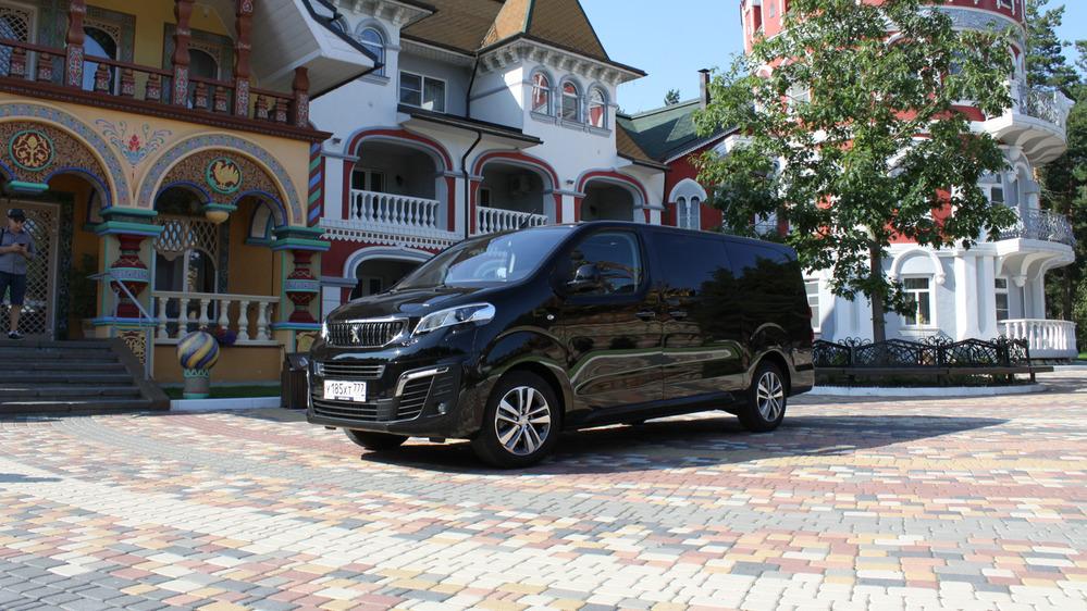 Первый тест-драйв нового Peugeot Traveller.