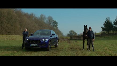 Зрелищное, но совершенно бессмысленное соревнование Maserati Levante с лошадью.