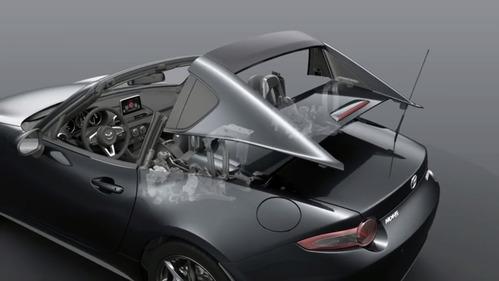 Процесс складывания части крыши новой Mazda MX-5 RF.