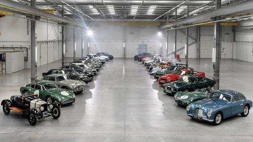 Гонщики Aston Martin устроили Джимхану по территории нового завода