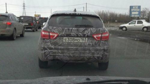 В Тольятти очевидцы сфотографировали новую Lada Vesta SW Cross.
