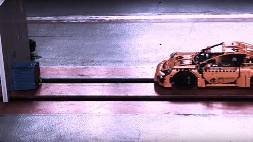 Ассоциации ADAC устроила краш-тест Porsche 911 GT3 RS из Lego.Новости Am.ru