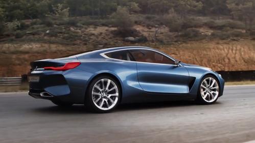Невероятный красавец BMW 8 Series в движении.