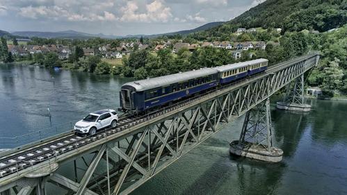Land Rover Discovery протащил 10 км железнодорожный состав массой 108 тонн - смотреть видео на Am.ru