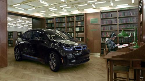 BMW i3 оказался идеальным транспортом для библиотек.