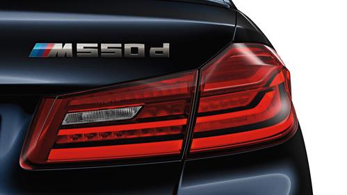 Фотогалерея седана и универсала BMW M550d xDrive.