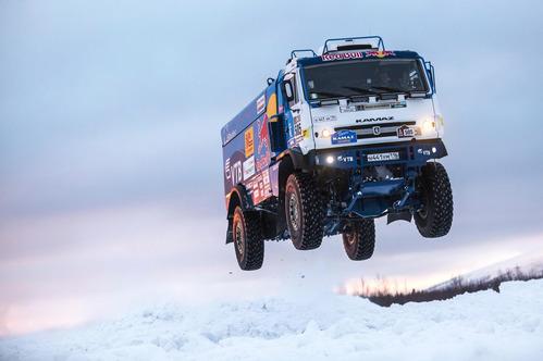 Снежный прыжок КамАЗ для ралли «Дакар» на 37 метров – смотреть видео на Am.ru