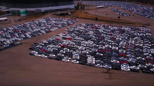 В США сняли кладбище машин, выкупленных в ходе дизельгейта.