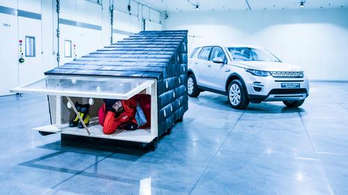 Фотоинструкция по доставке и обсустройству домика Санты.