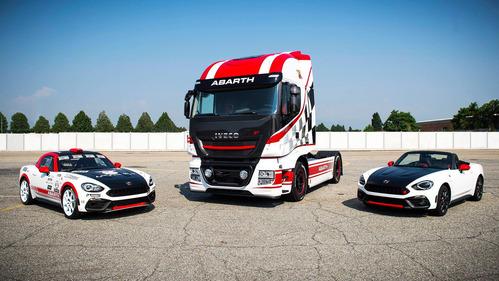 Iveco и Abarth выпустили эксклюзивный грузовик в честь родстера 124 Spider.Новости Am.ru