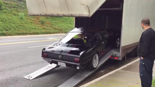 Ещё один невероятный провал с погрузкой машины.