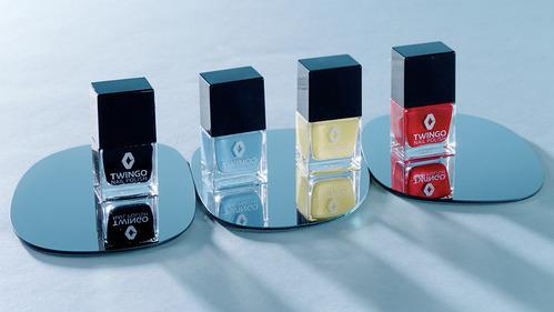 Владелицам Renault Twingo выпустили специальный лак для ногтей и машин.