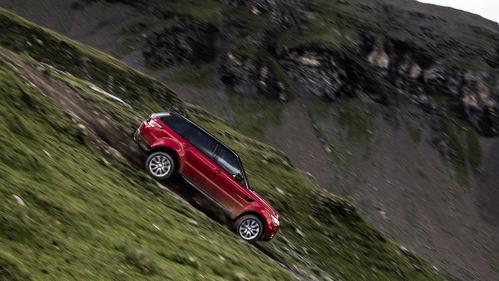 Белый Стиг съехал на Range Rover Sport по трассе для скоростного спуска – смотреть видео на Am.ru