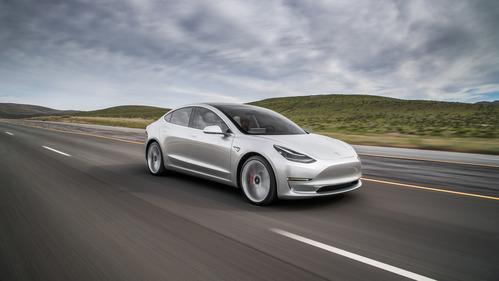 Tesla возвращает к реальности покупателей новой Model 3.