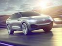 Электрокары  VW I.D. Crozz и Skoda Vision E похожи как братья.