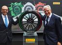 Pirelli создала шины для посольств Италии с триколором на боковине.Новости Am.ru